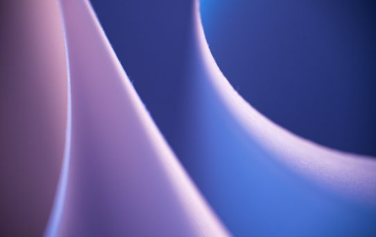Luce e carta per colorare gli spazi, fra positivi e negativi