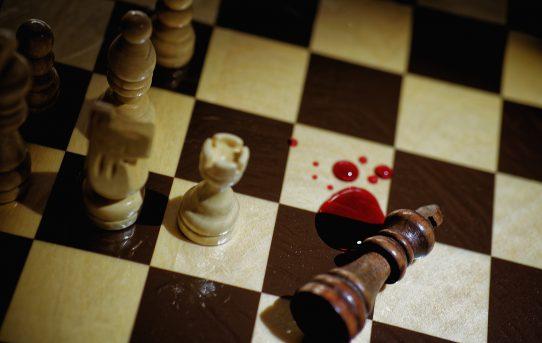 killer queen low key blood murder rosso sangue tema in fotografia